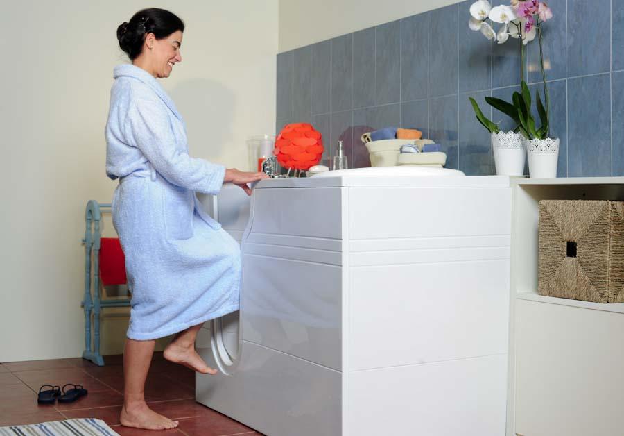 banheira com porta alta serena da Stannah